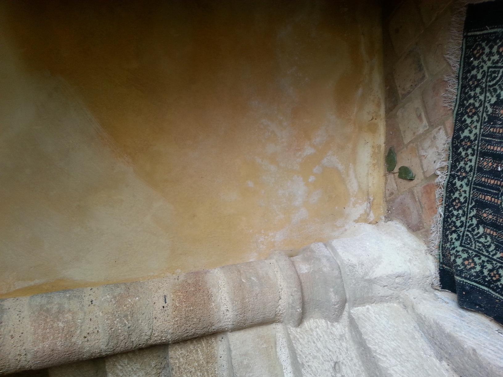 Humidite Mur Pierre Interieur comment reconnaître le salpêtre
